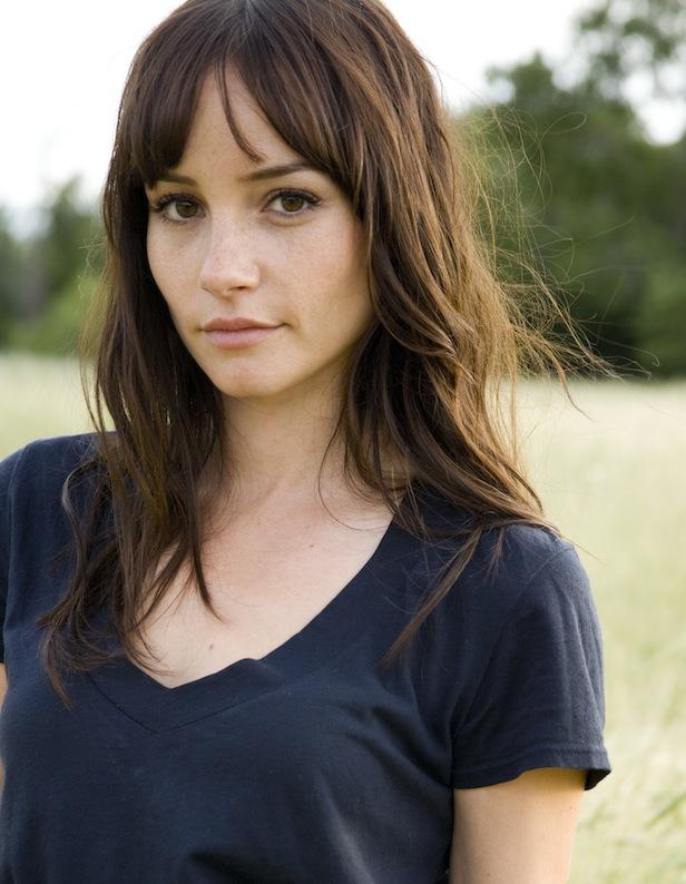 Jocelin Donahue en t-shirt décolleté