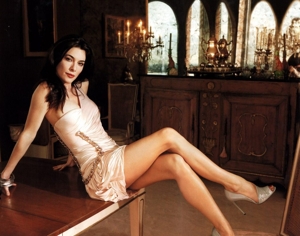 Jaime Murray en mini-robe