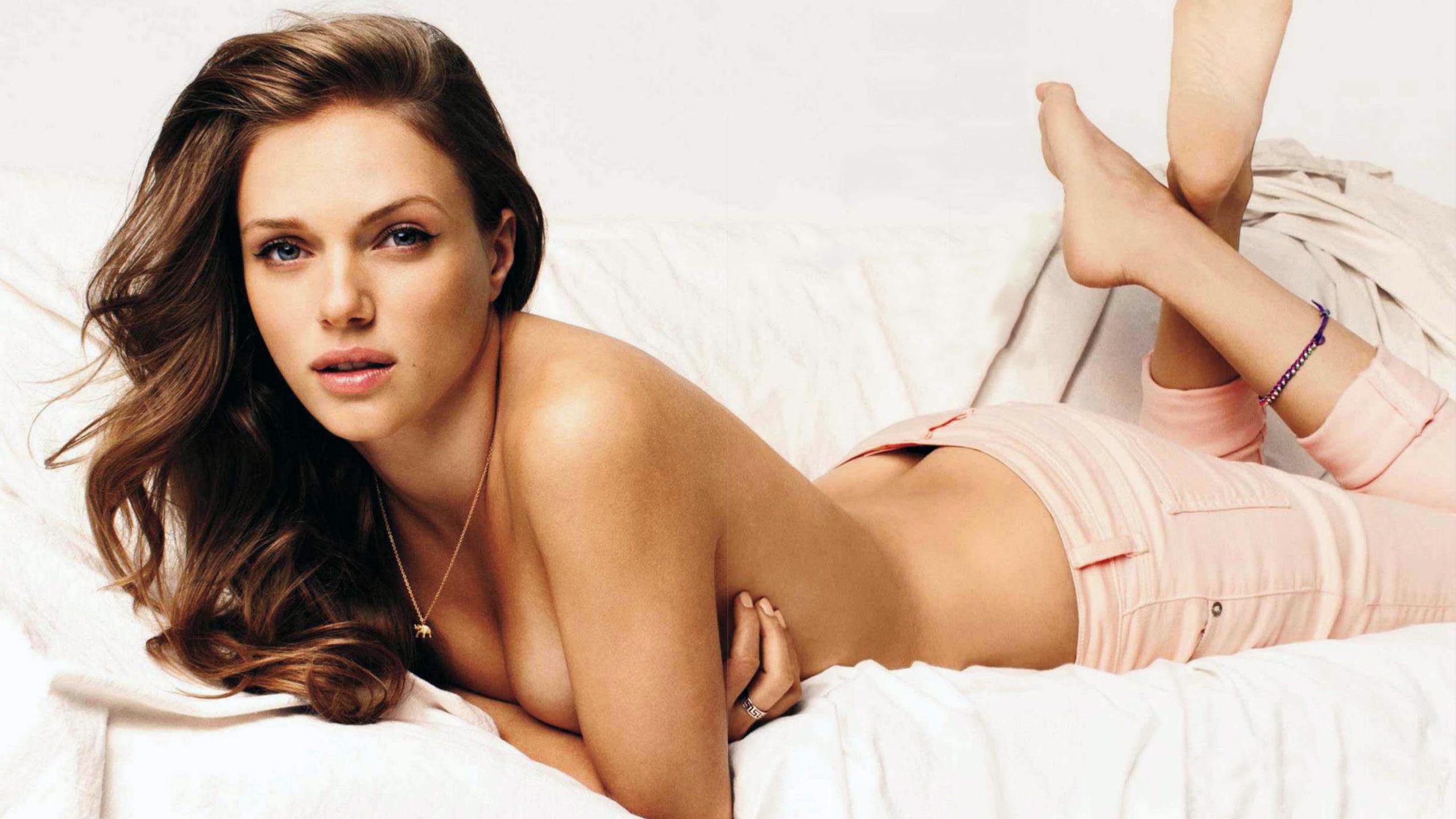 Tracy Spiridakos topless