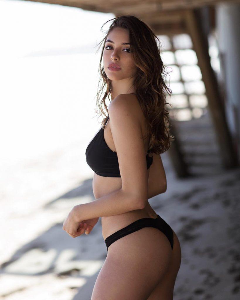 Celine Farach en bikini