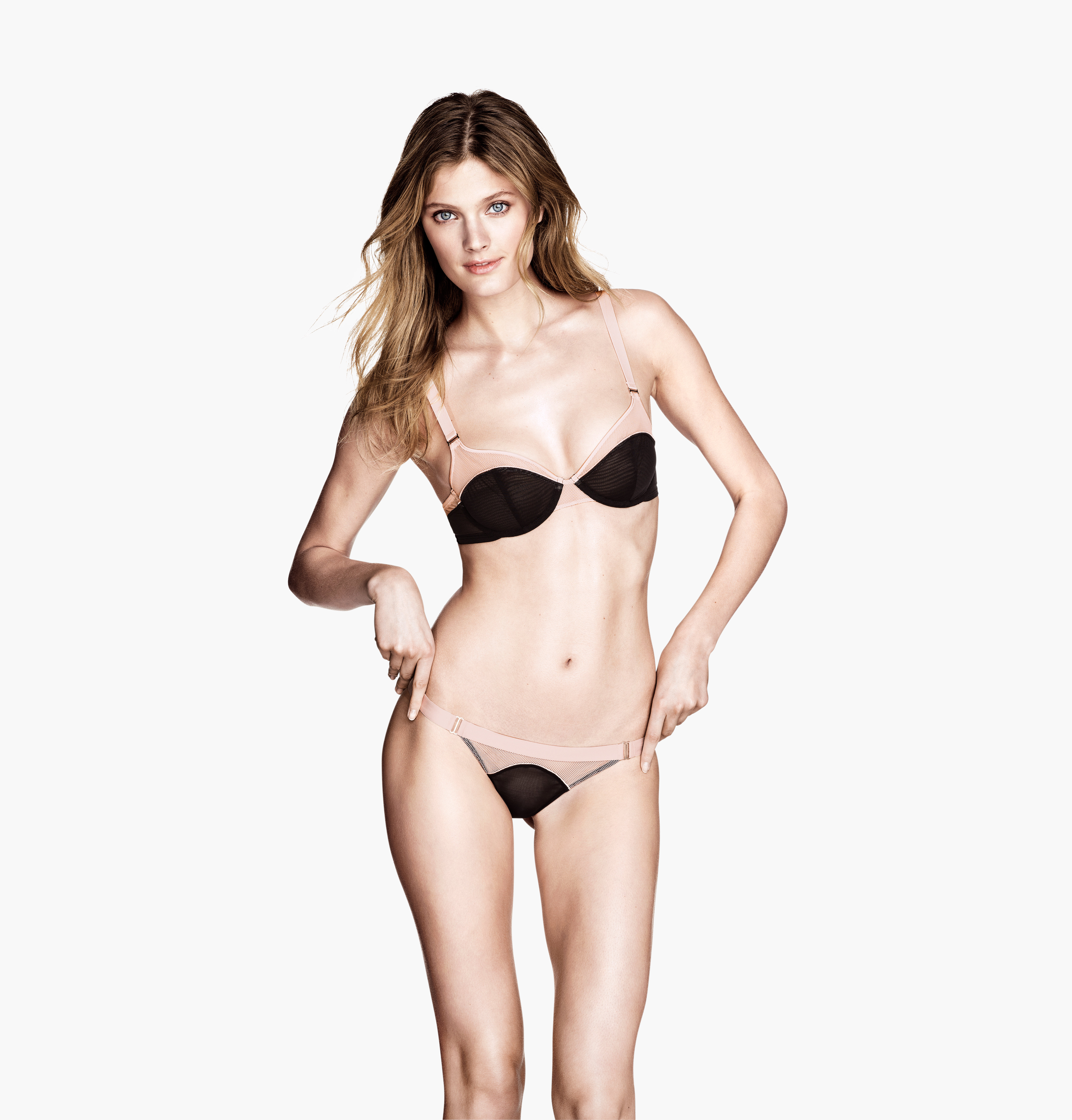 Constance Jablonski en lingerie