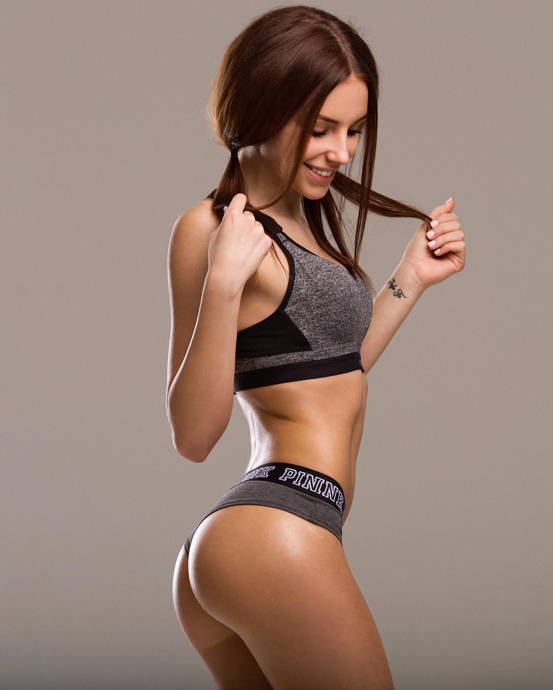 Galina Dub en lingerie