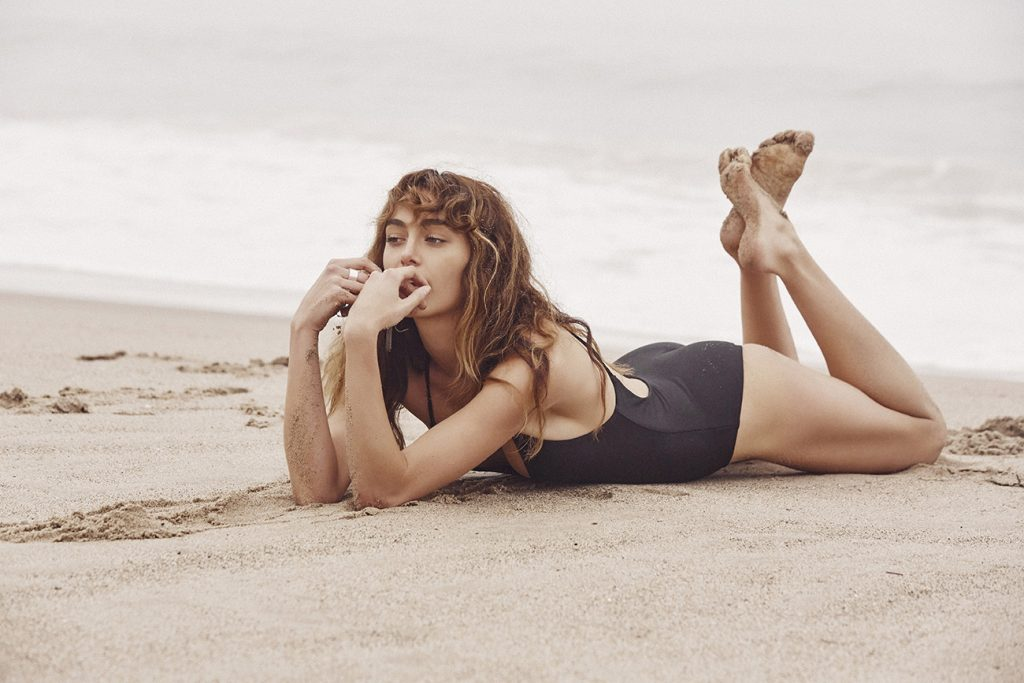 Megan MacKenzie en maillot de bain