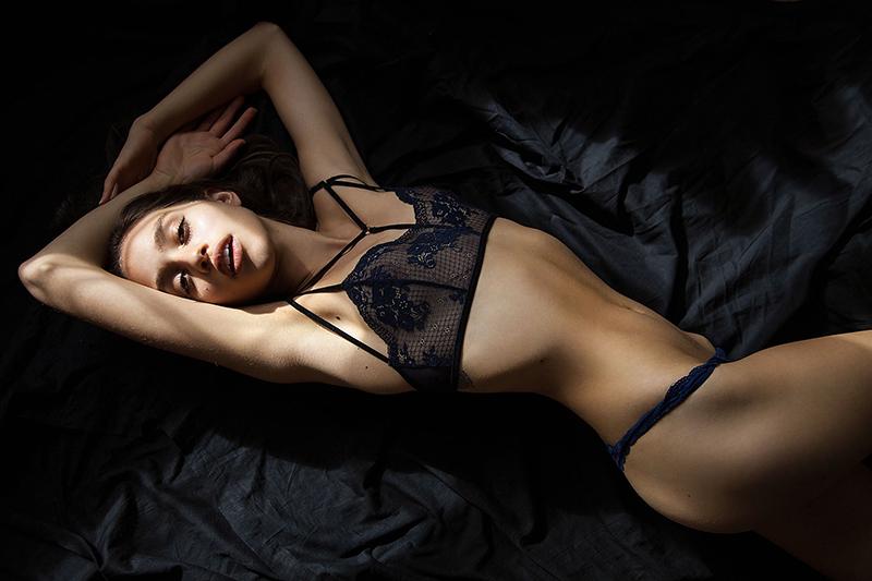 Nicole Zimmermann en lingerie de dentelle