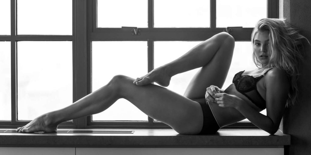 Rachel Hilbert en lingerie