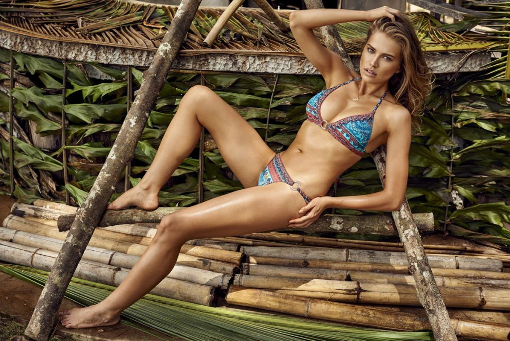 Tanya Mityushina en bikini