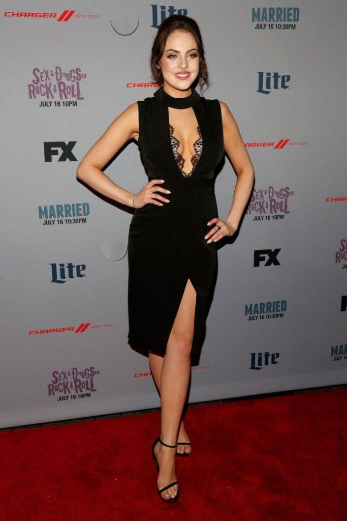 Elizabeth Gillies en robe très décolletée