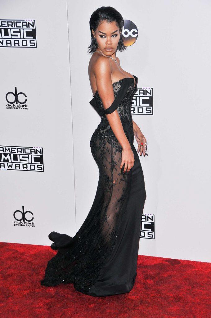 Teyana Taylor en robe moulante