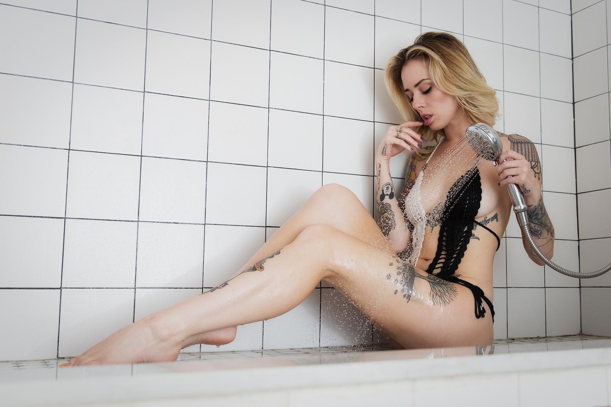 Alysha Nett en bikini