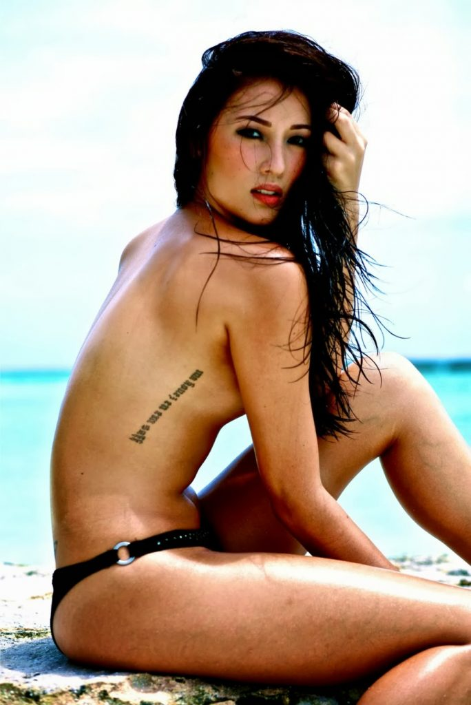 Solenn Heussaff topless