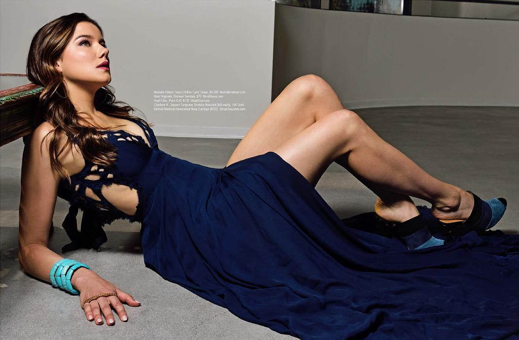 Kristen Gutoskie en robe très décolletée