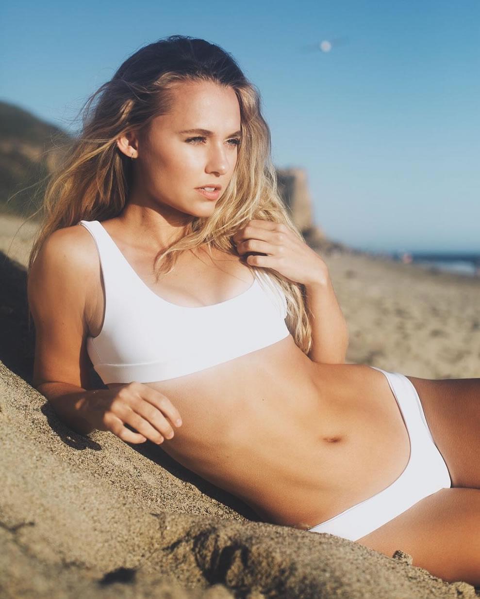 Madison Iseman en bikini