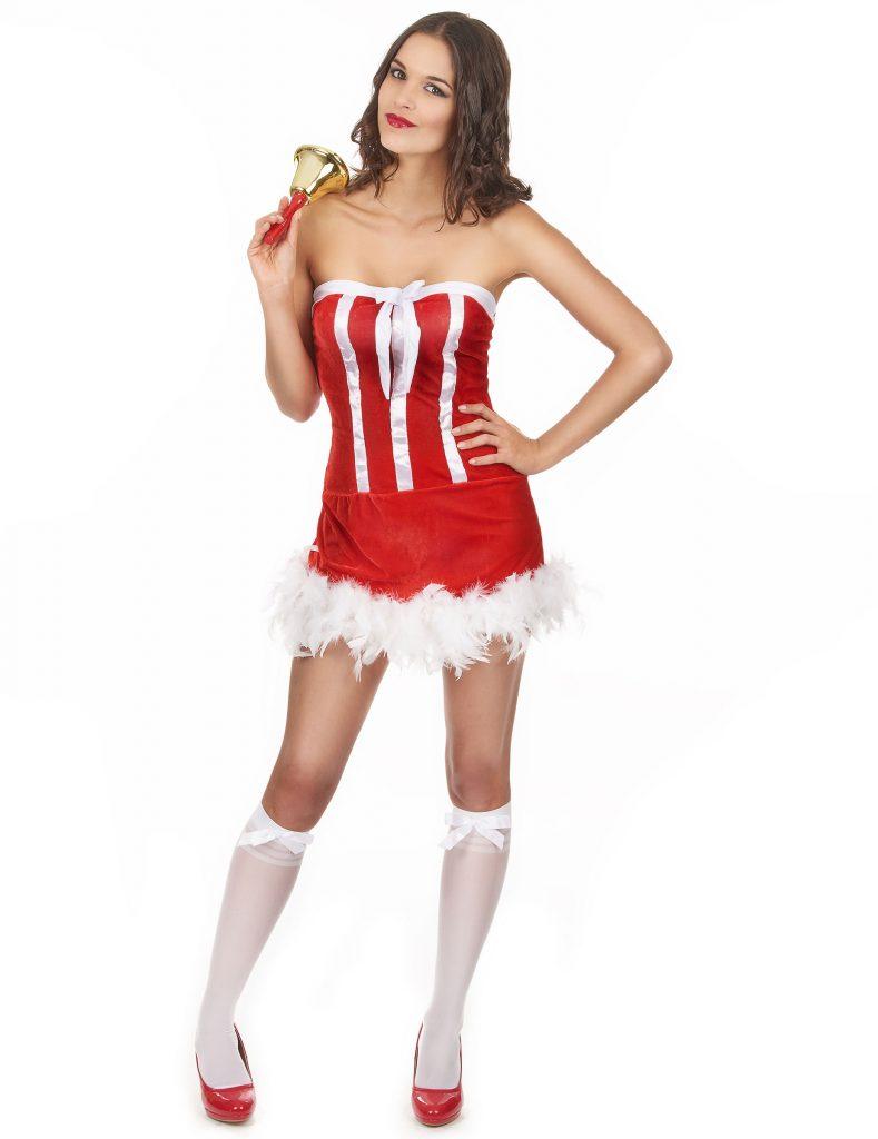 Mère Noël en mini-robe décolletée