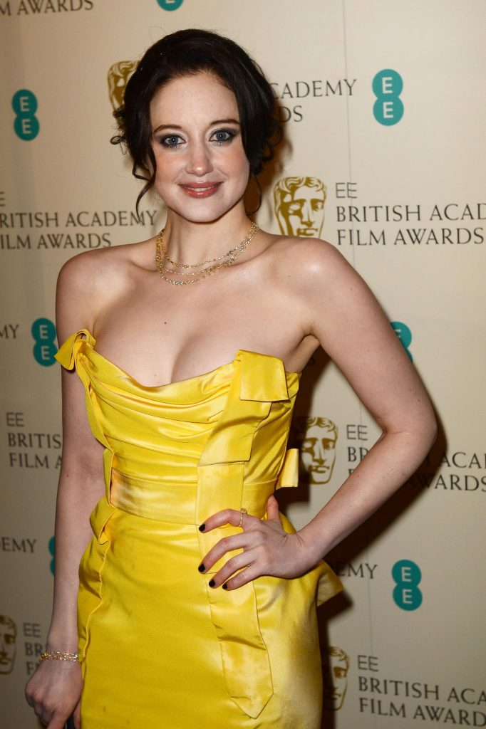 Andrea Riseborough en robe décolletée