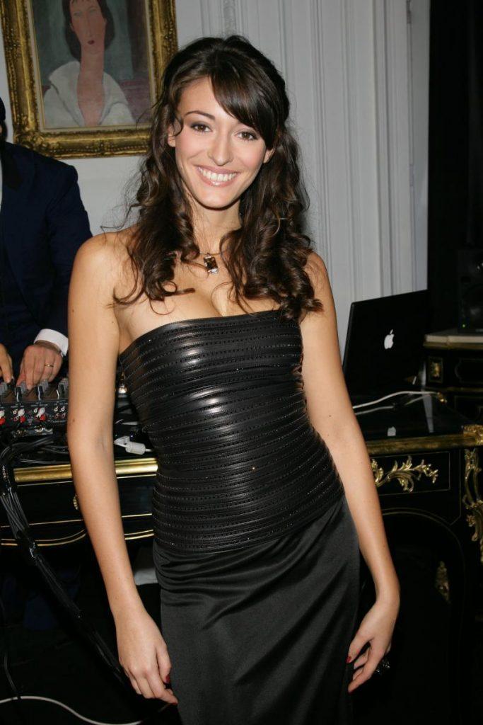 Rachel Legrain-Trapani en robe décolletée