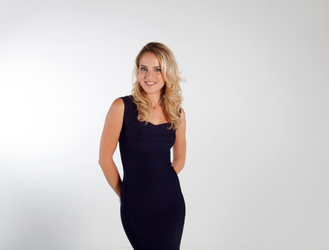 Claire Arnoux en robe moulante