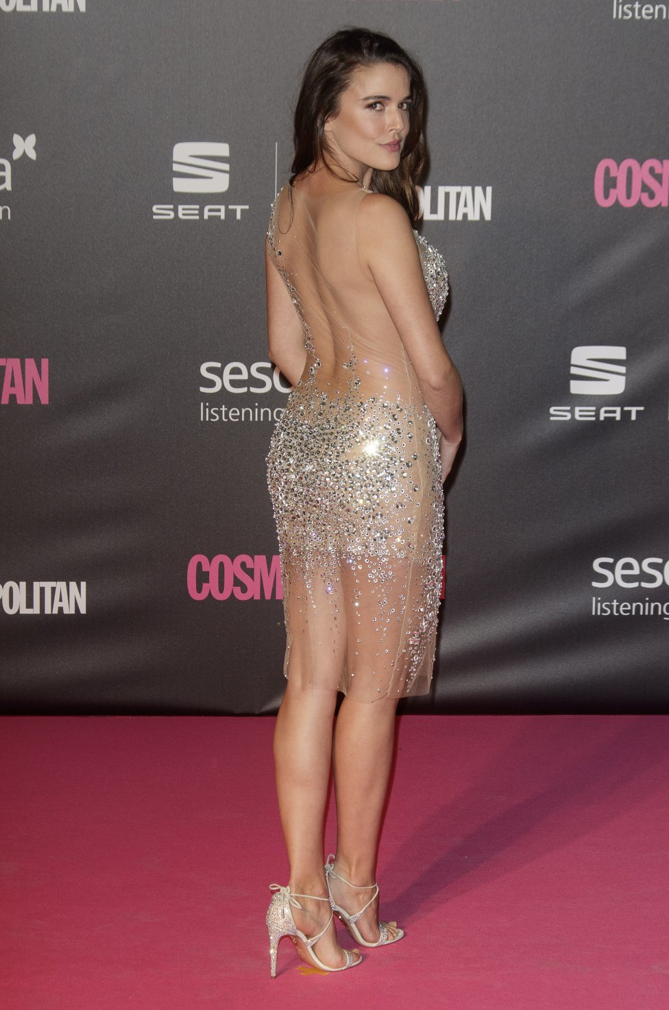 Adriana Ugarte en robe transparente