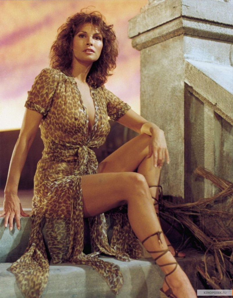 Raquel Welch en tunique transparente