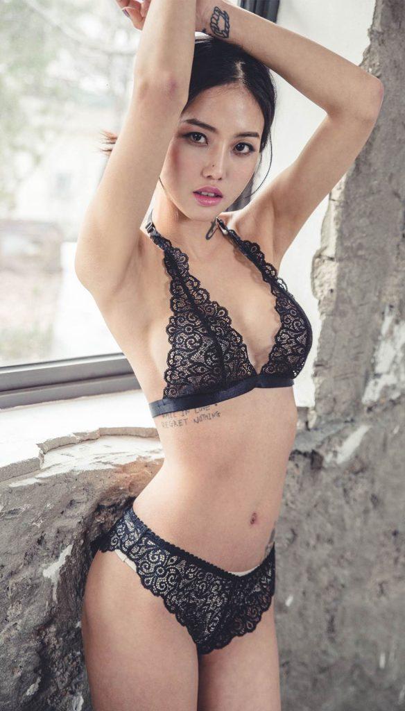 Baek Ye Jin en lingerie de dentelle