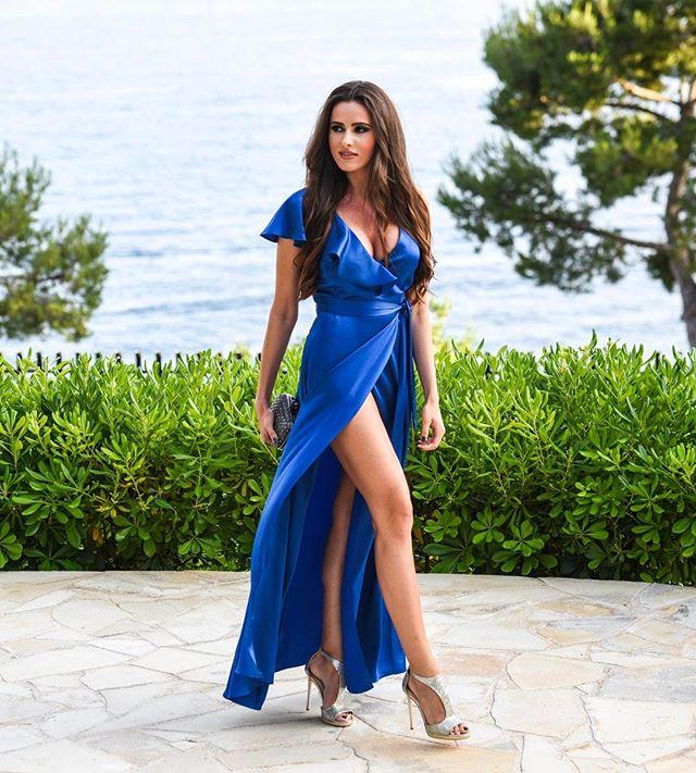 Célia Jaunat en robe fendue