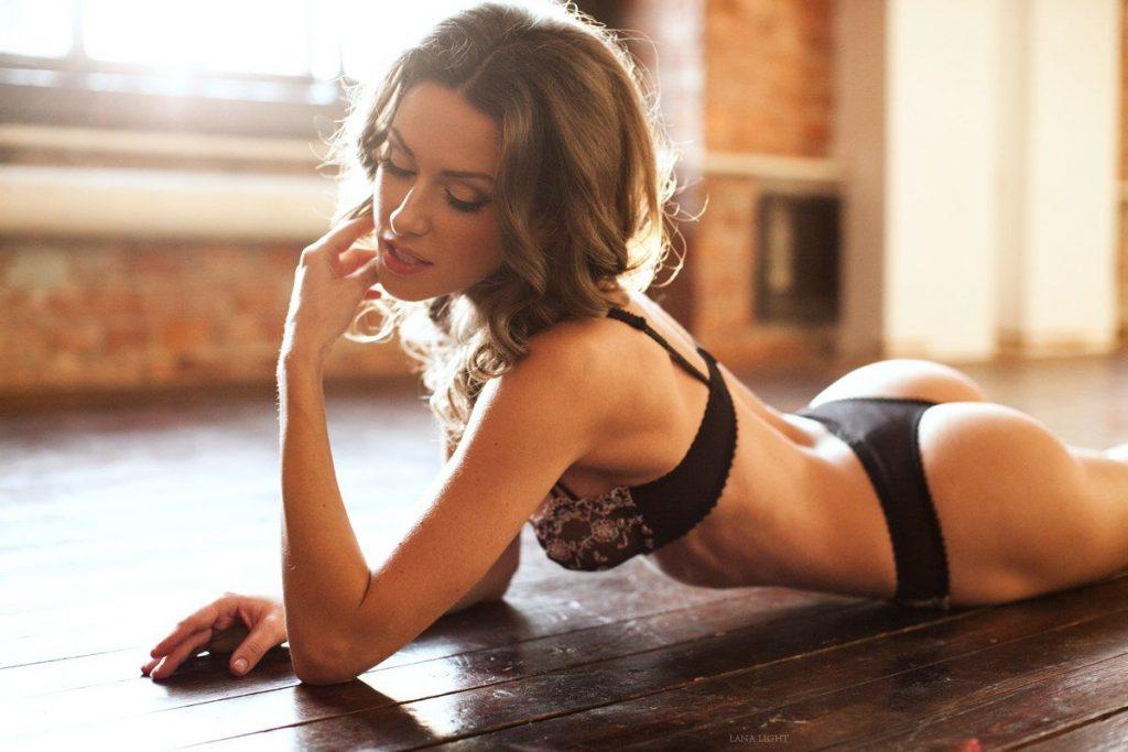 Olga Alberti en lingerie