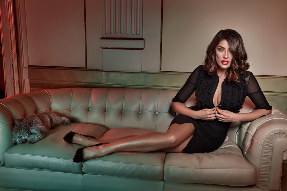 Elisa Isoardi en mini-robe très décolletée
