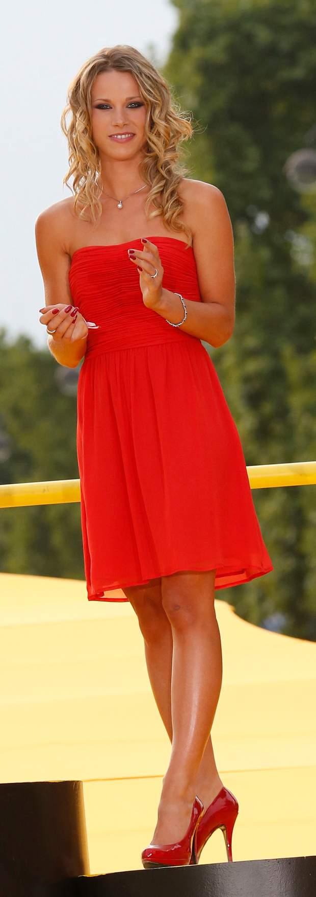 Marion Rousse en mini-robe