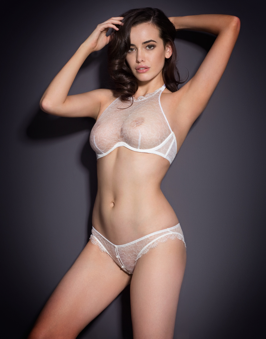 Sarah Stephens en lingerie transparente
