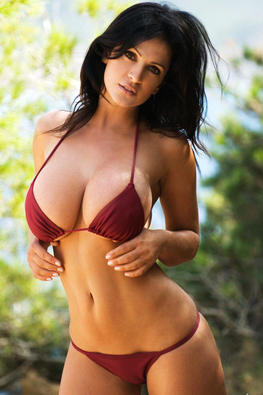 Denise Milani en bikini