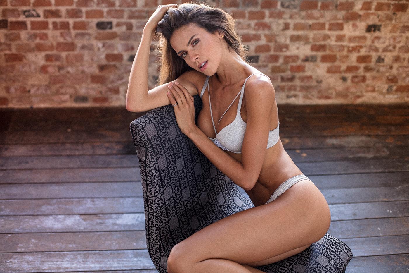 Marcella Peres Schauffert en lingerie