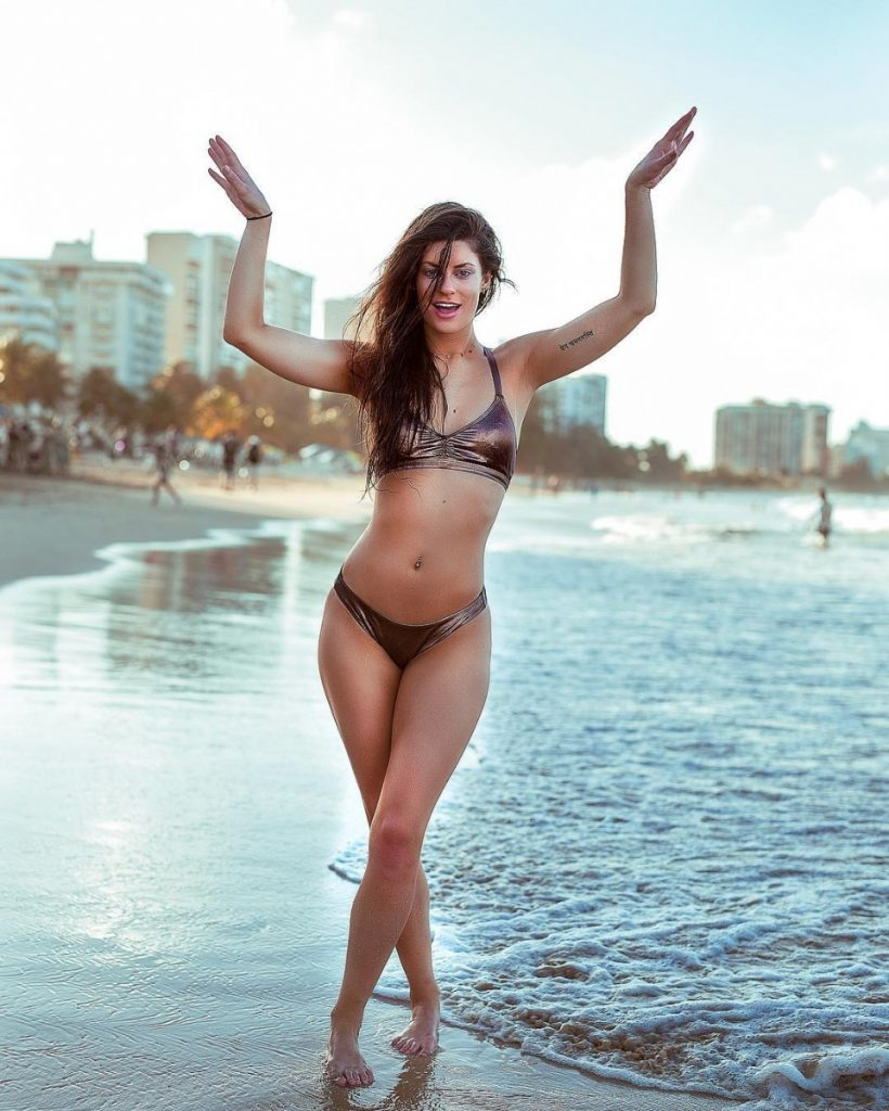 Hannah Stocking en bikini