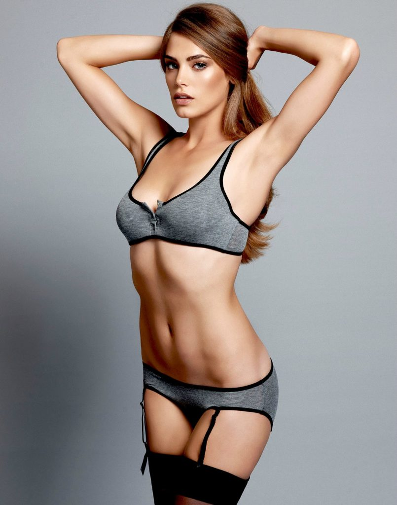 Kassi Smith en lingerie
