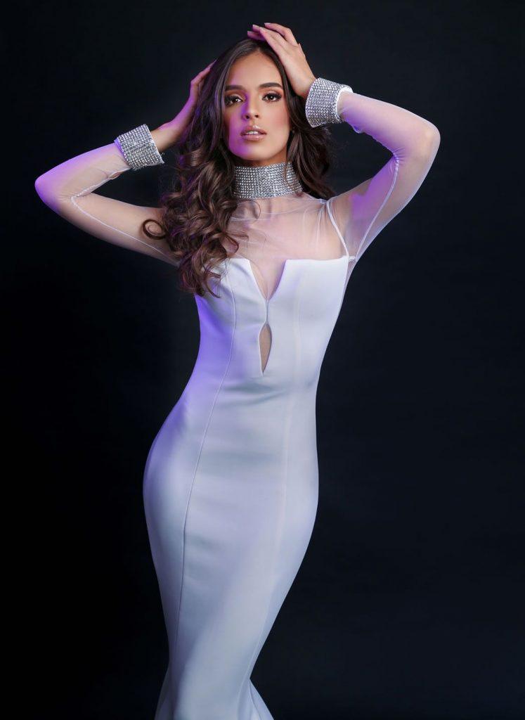 Vanessa Ponce de Leon en robe moulante