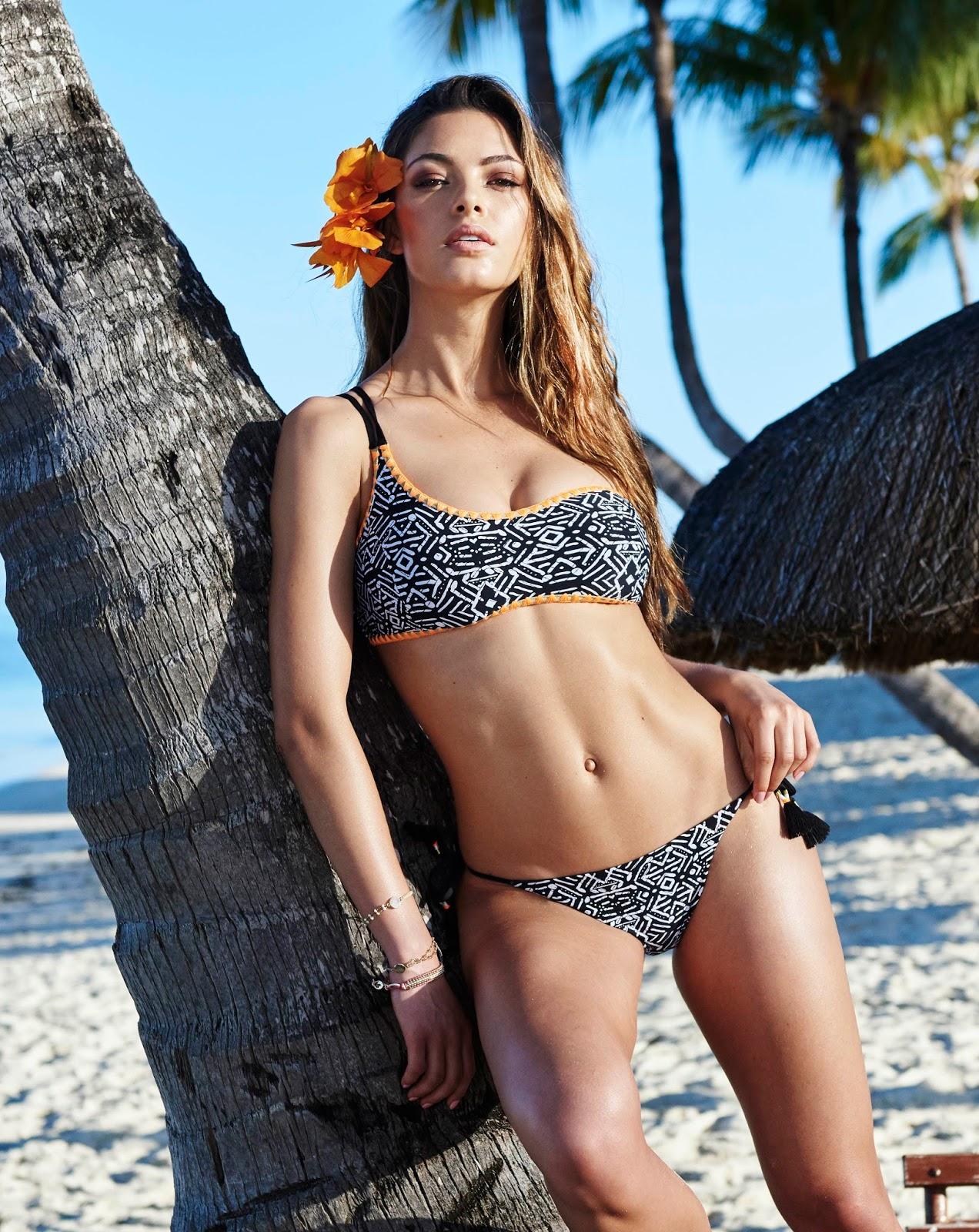 Demi-Leigh Nel-Peters en bikini