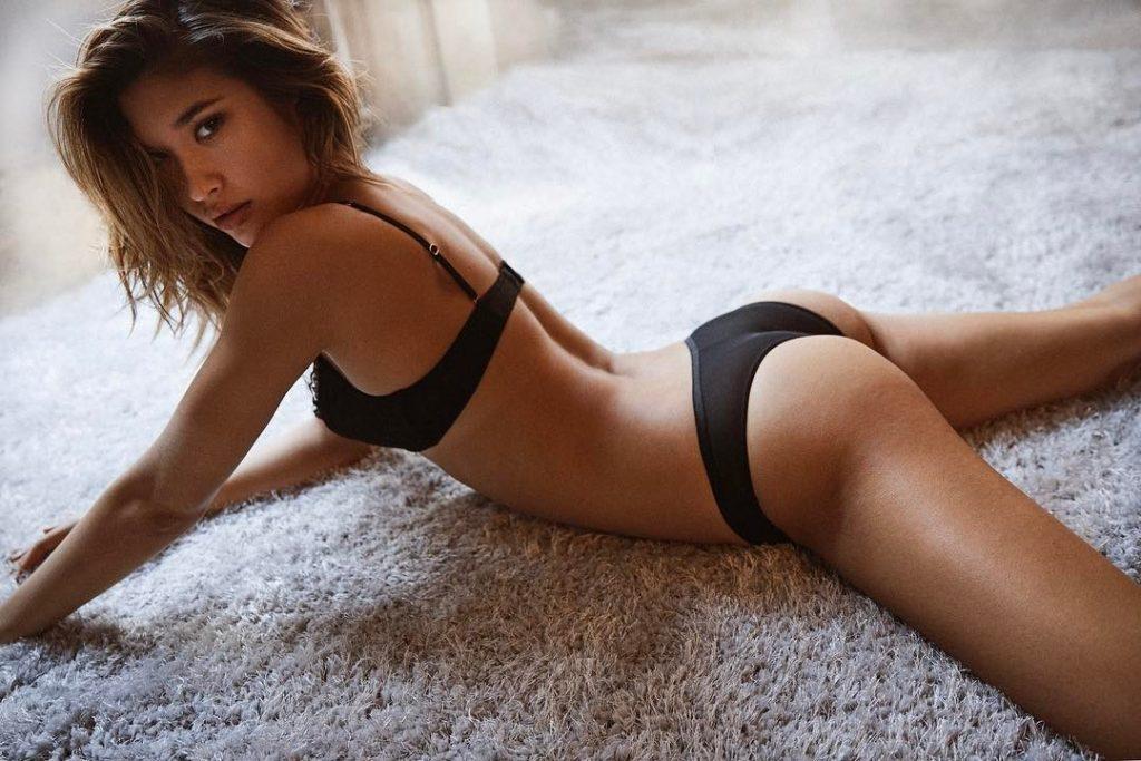 Jocelyn Chew en lingerie