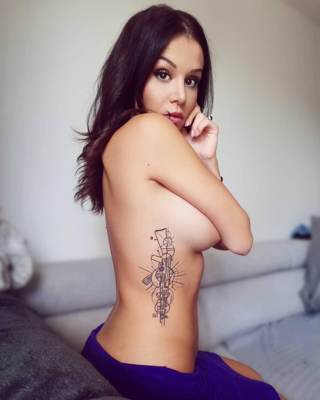 Cara Saint-Germain topless