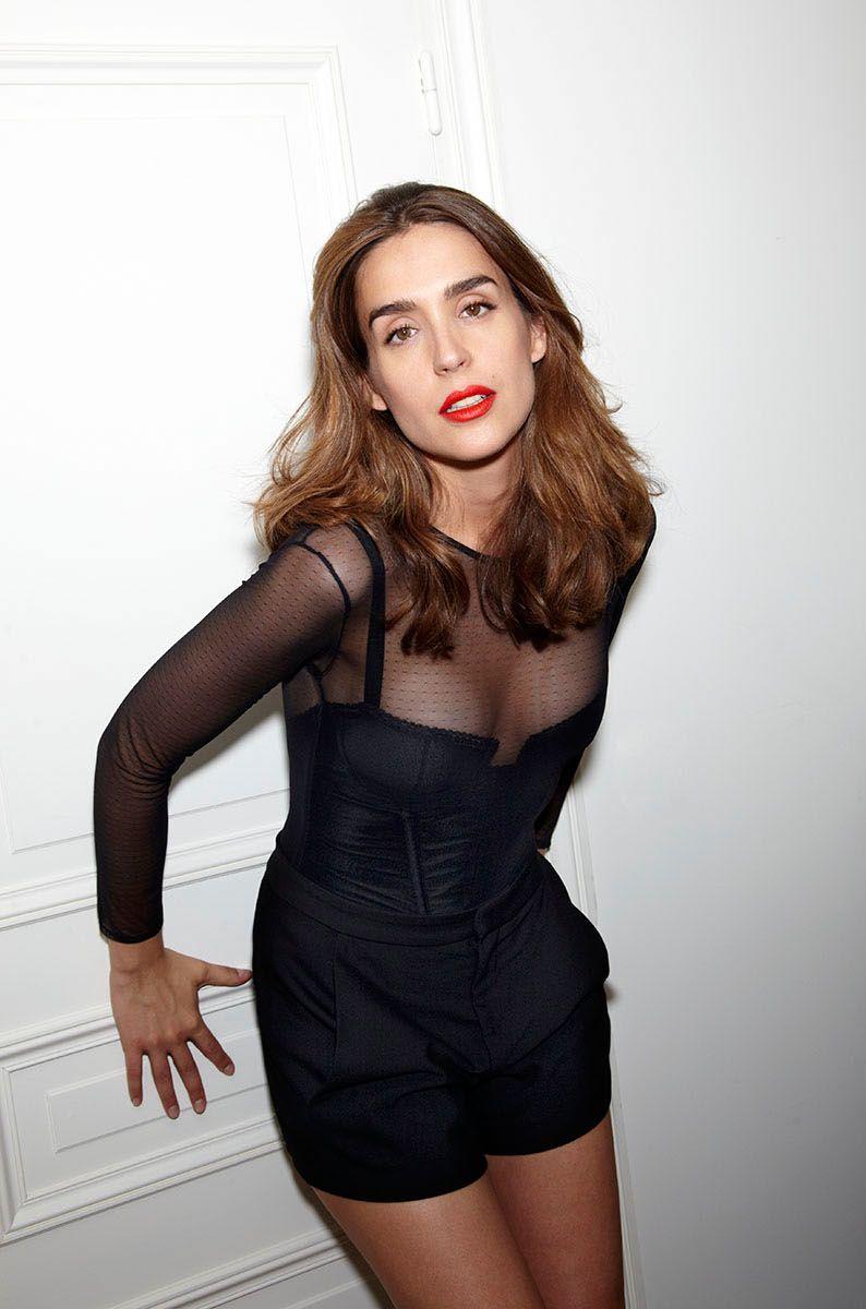 Victoria Olloqui en mini-robe