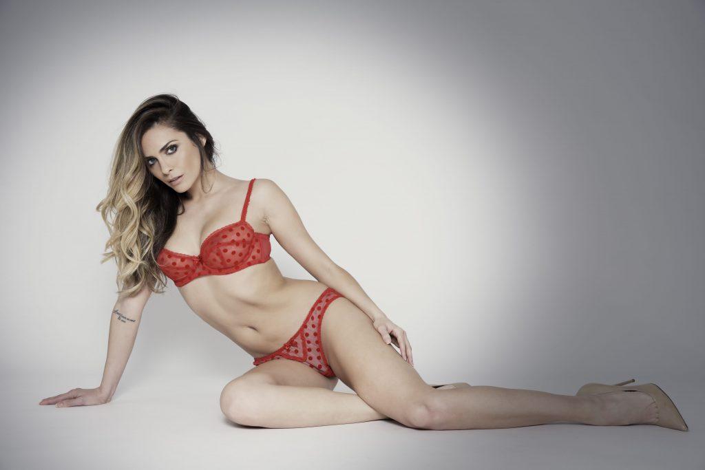 Clara Morgane en lingerie
