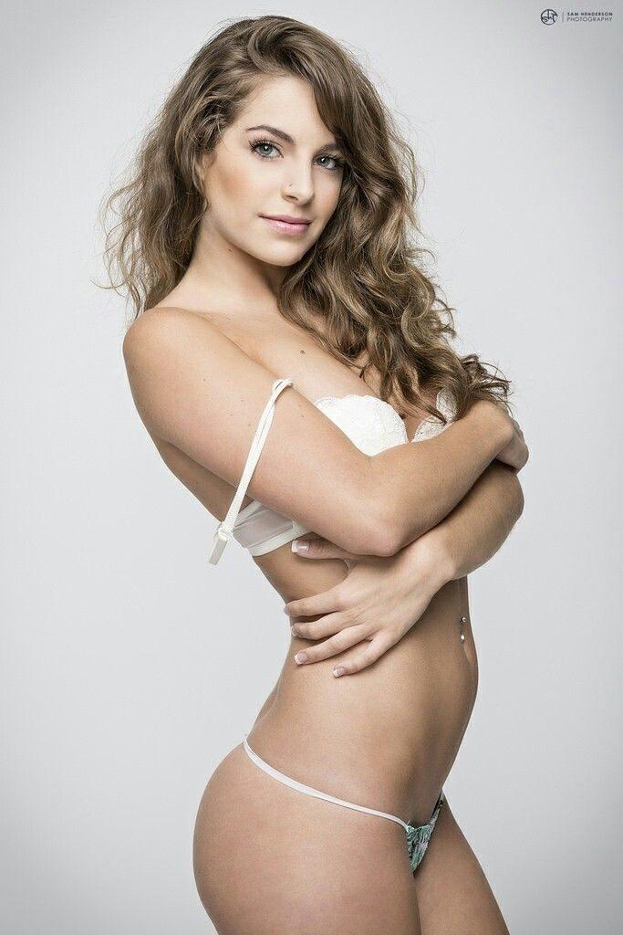 Kimmy Granger en lingerie