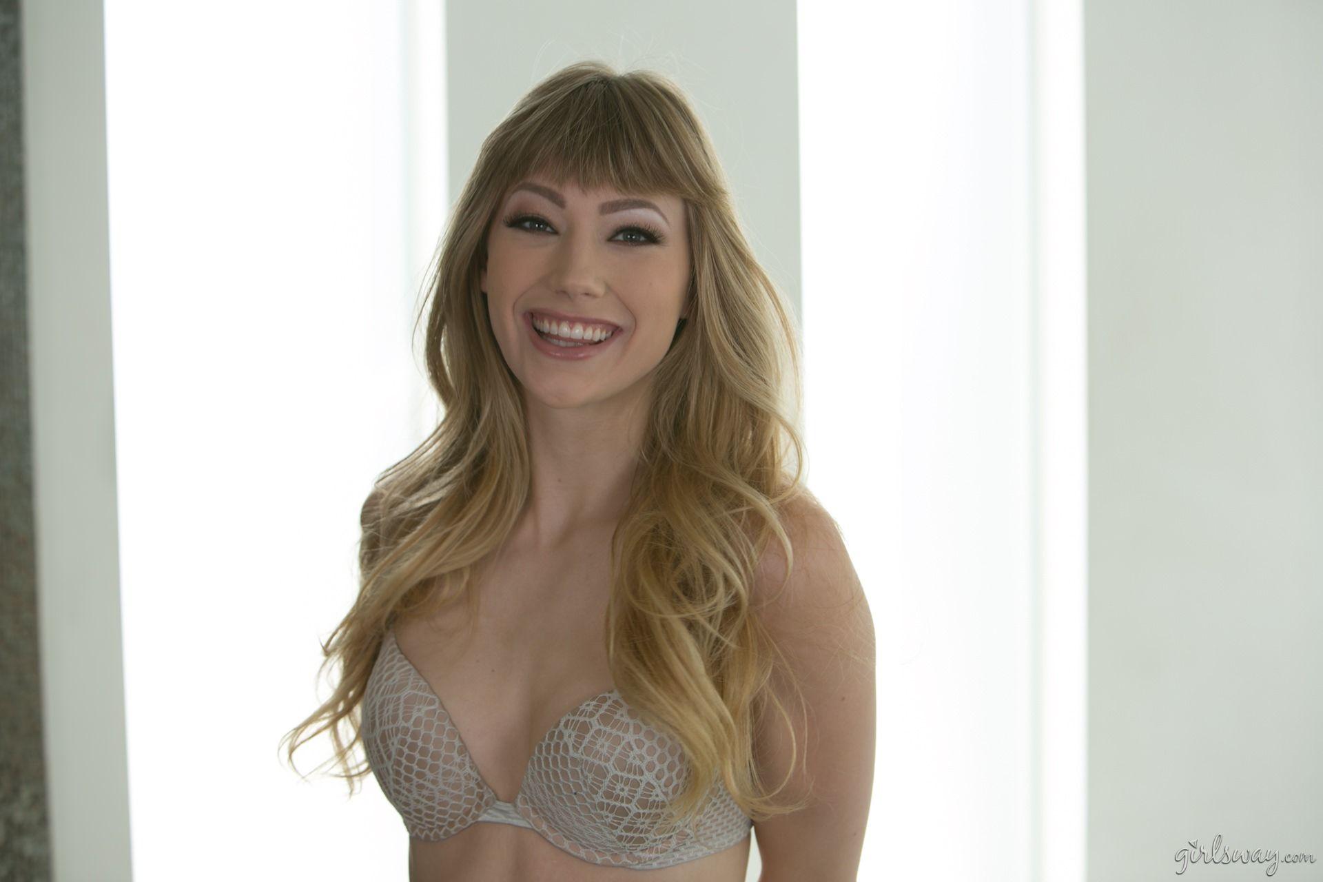 Ivy Wolfe en lingerie