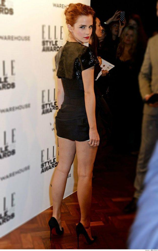 Jacqueline Byers en mini-robe