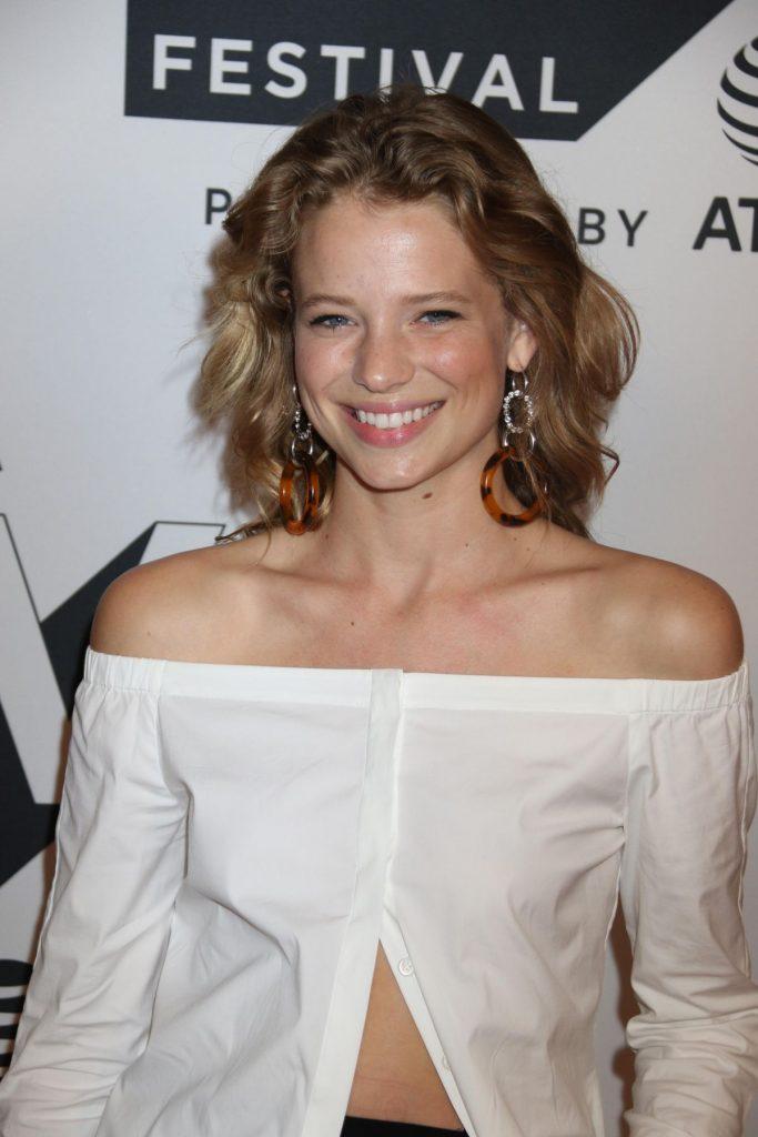 Allison Lanier en chemise