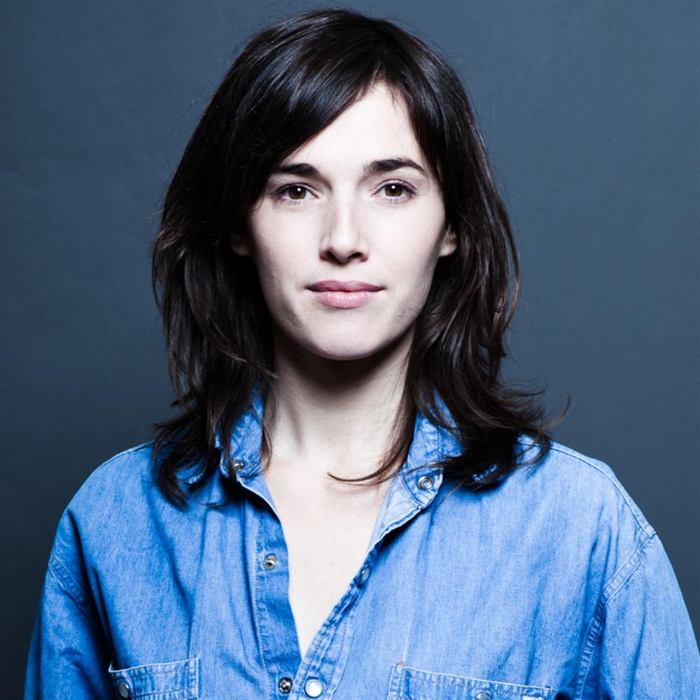 Clémentine Baert en chemise