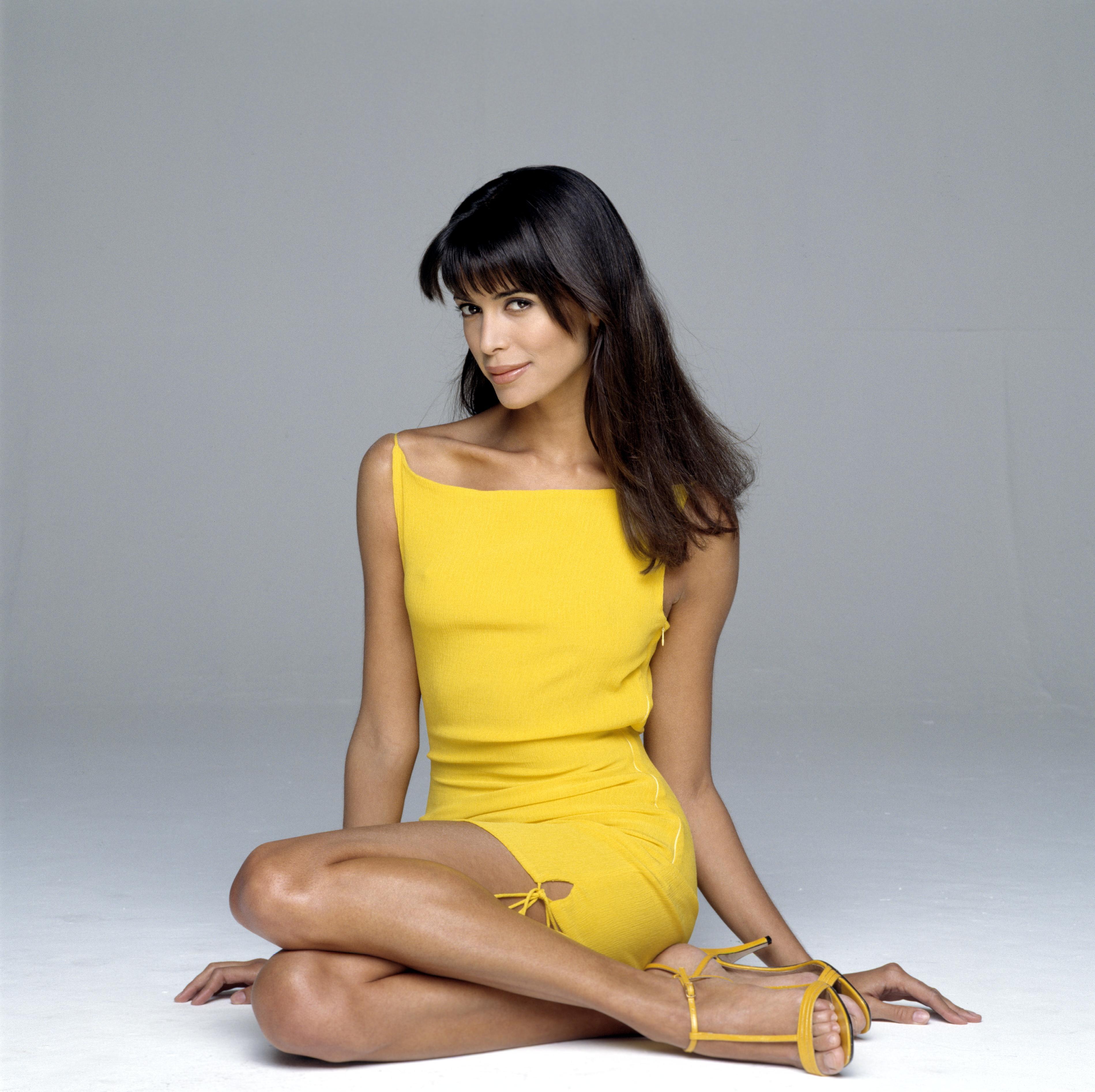 Lisa Barbuscia en mini-robe