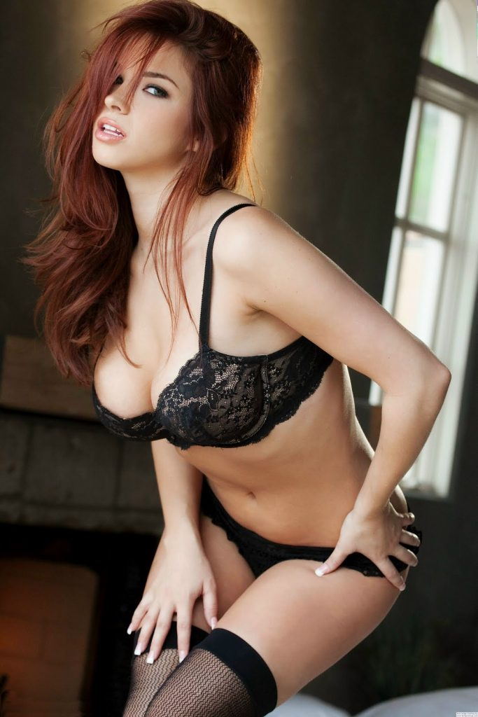 Sabrina Maree en lingerie de dentelle
