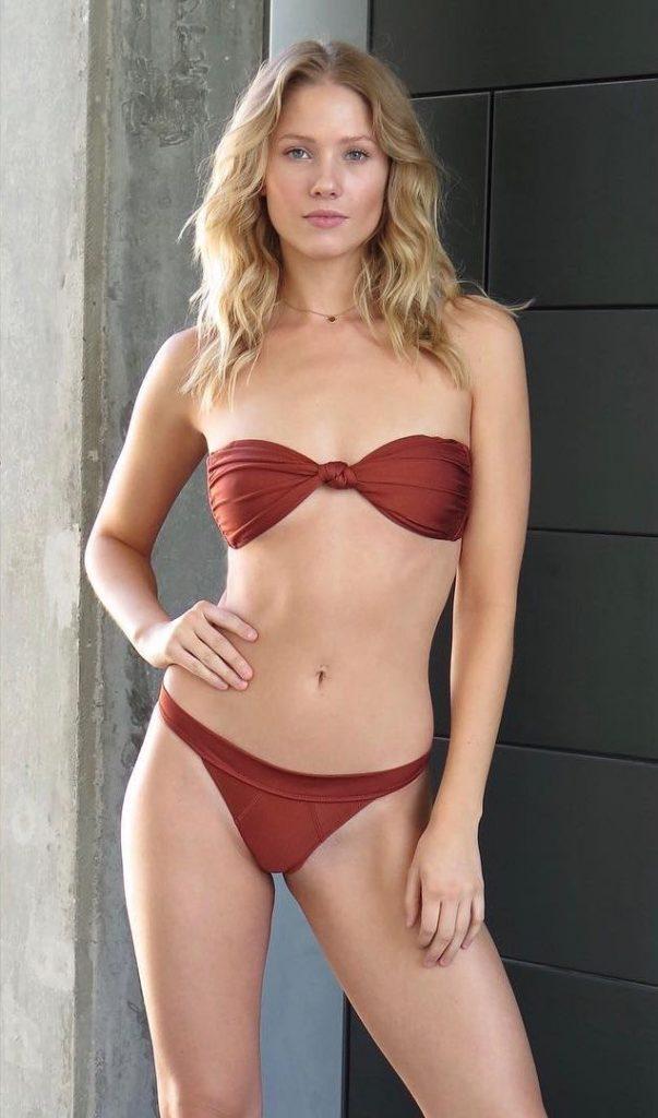 Berit Birkeland en bikini