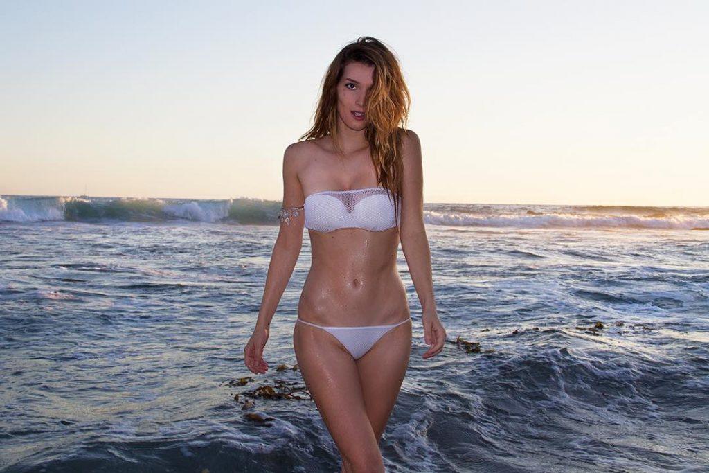 Dani Thorne en bikini