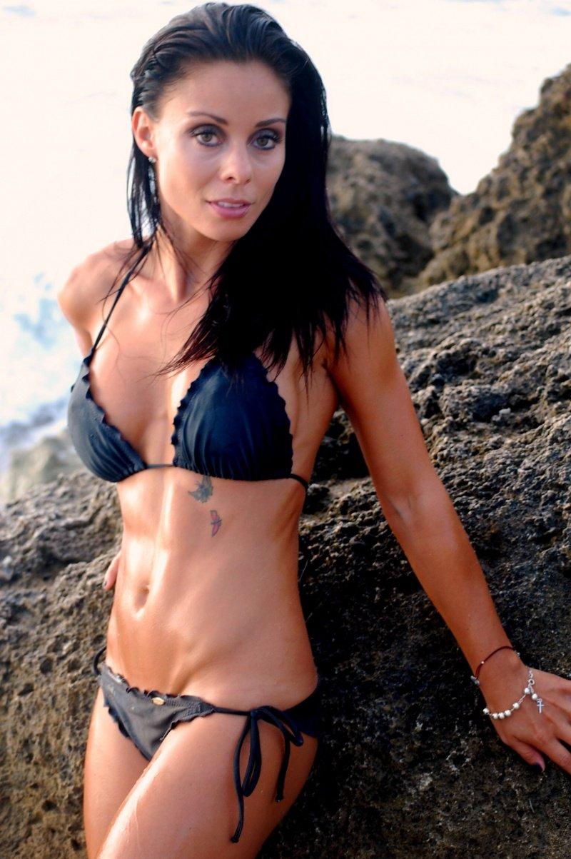 Nicole Angeli en bikini