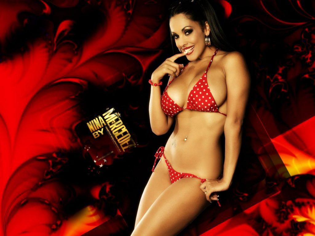 Nina Mercedez en bikini