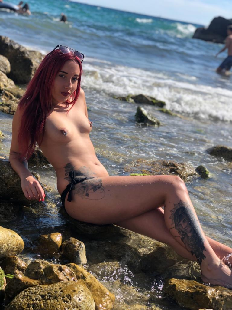 Anaïs Latour topless